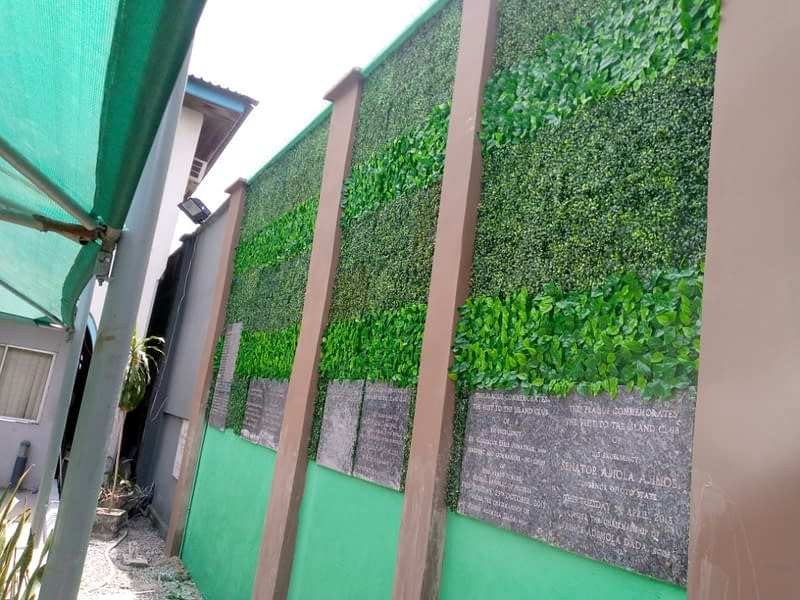 Read more about the article Installation Of Artificial Boxwood edge