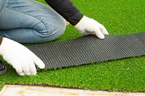 Read more about the article 5 Benefits of Using Artificial Turf